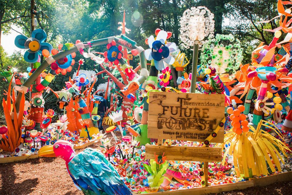 خلق جنگل رنگارنگ در مکزیکو سیتی با زباله های پلاستیکی