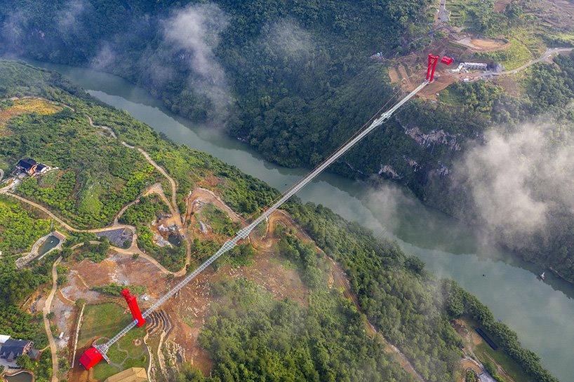 ساخت طولانی ترین پل جهان با کف شیشه ای به پایان رسید