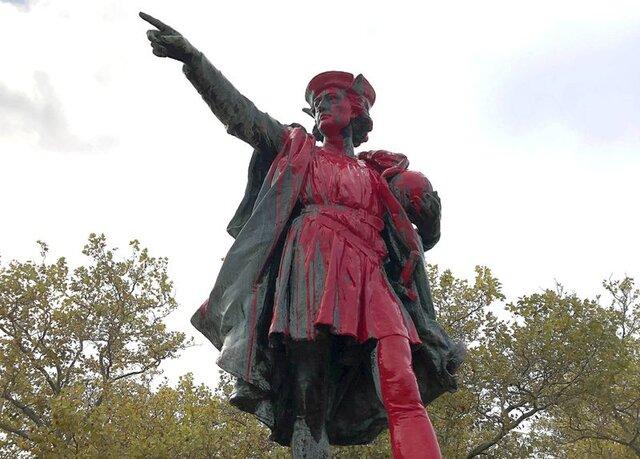 حمله وندالها به مجسمه «کریستف کلمب»