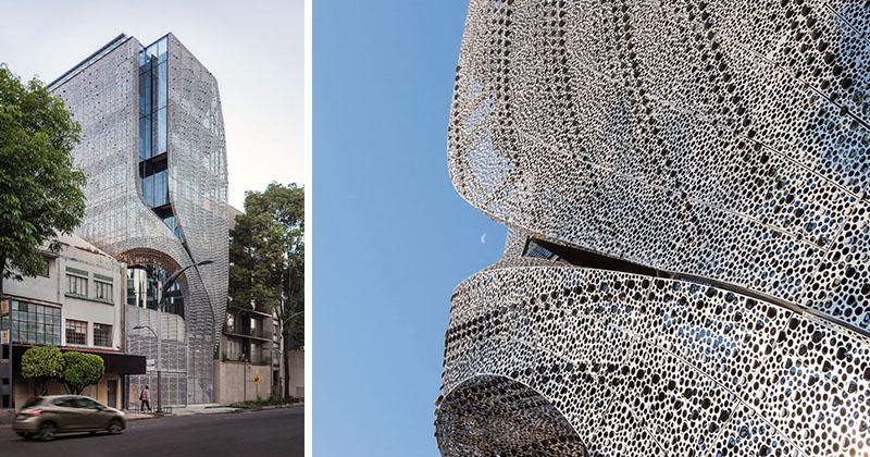 مجسمه فولادی به مثابه ساختمانی در مکزیکو سیتی