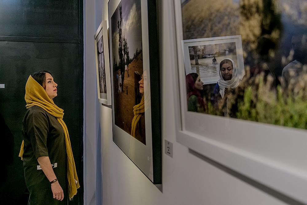 گزارش تصویری نمایشگاه «سیل خوزستان از هشت نگاه»