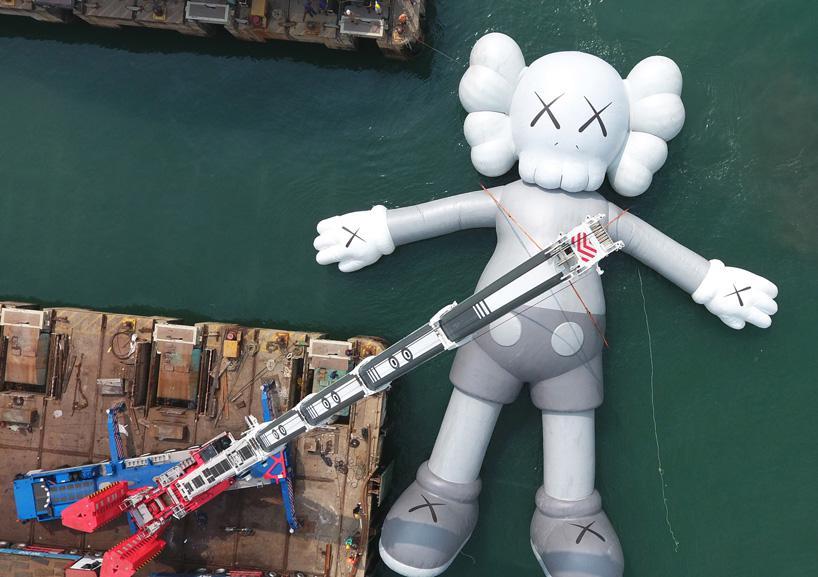 تندیس غولپیکر KAWS در Art Basel هنگکنگ